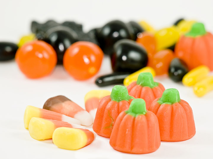 This+Halloween%2C+70.6+percent+say+they+will+hand+out+candy%2C+according+to+the+National+Retail+Federation.+%28Dreamstime%2FTNS%29