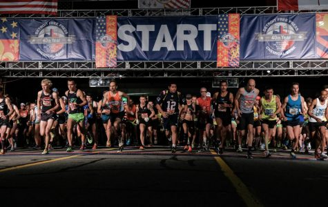 Runners cross the starting line during the 40th Annual Detroit Free Press/Chemical Bank Marathon on Sunday, Oct. 15, 2017 in Detroit, Mich. (Ryan Garza/Detroit Free Press/TNS)