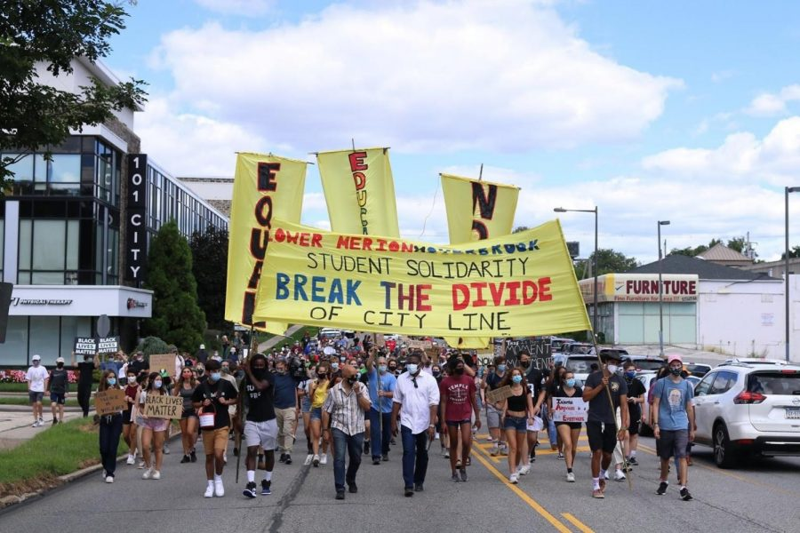 Students+Protest+to+Break+the+Divide+of+City+Line